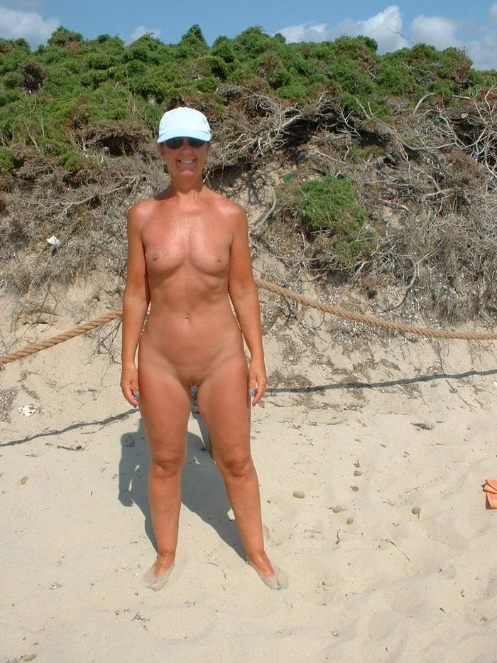 Amateur-Shaved-Mature-Nudist-Wearing-Sunglasses-6_1