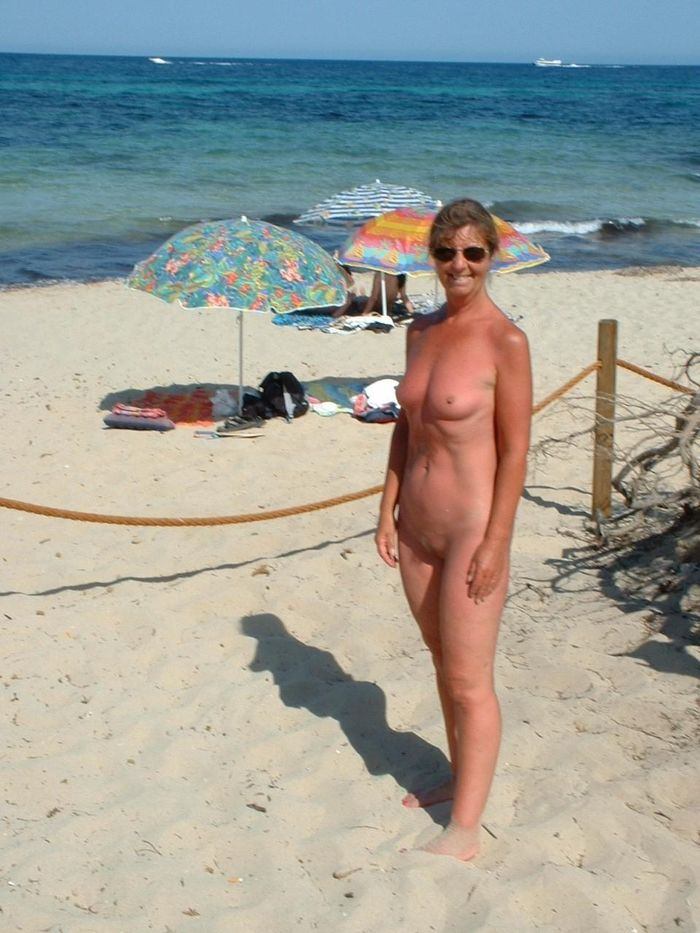 Amateur-Shaved-Mature-Nudist-Wearing-Sunglasses-9_1