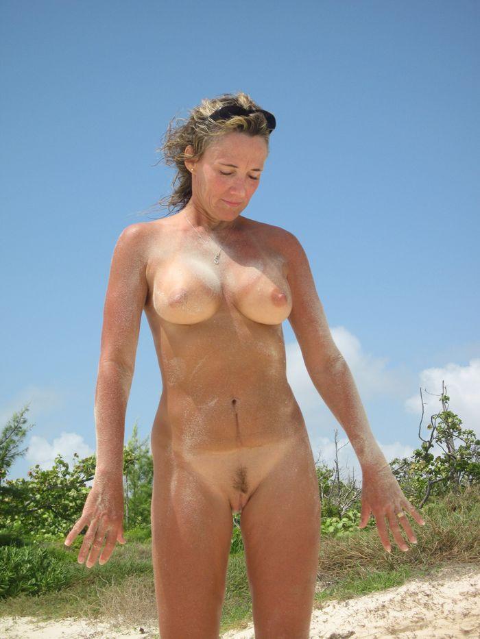 Фото голых нудисток красуются на сайте