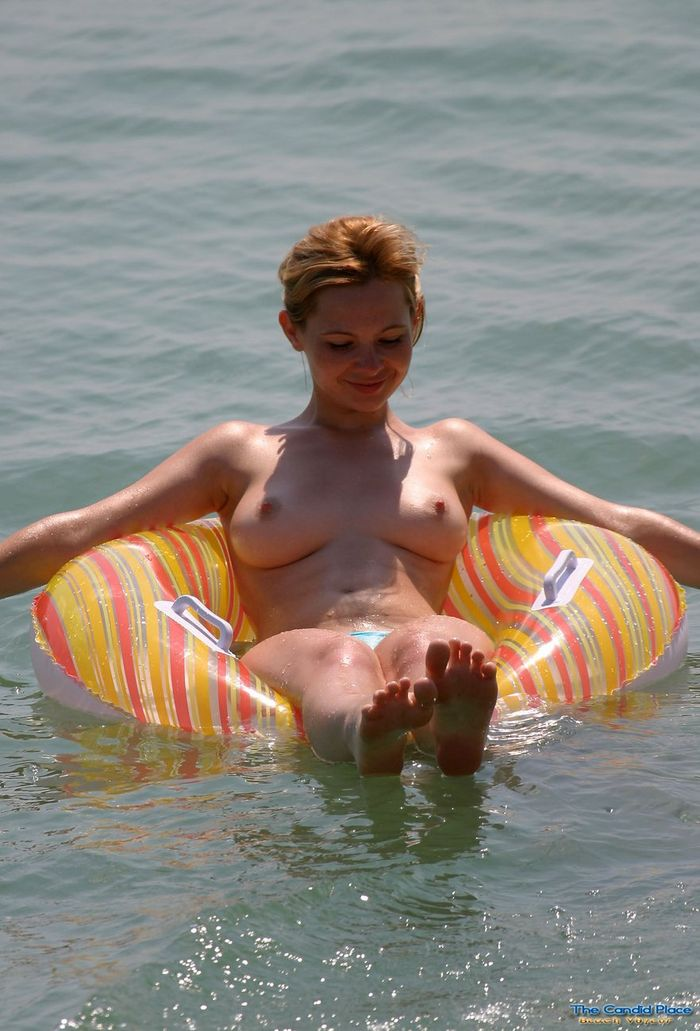 Нудисточки конкурс на берегу моря