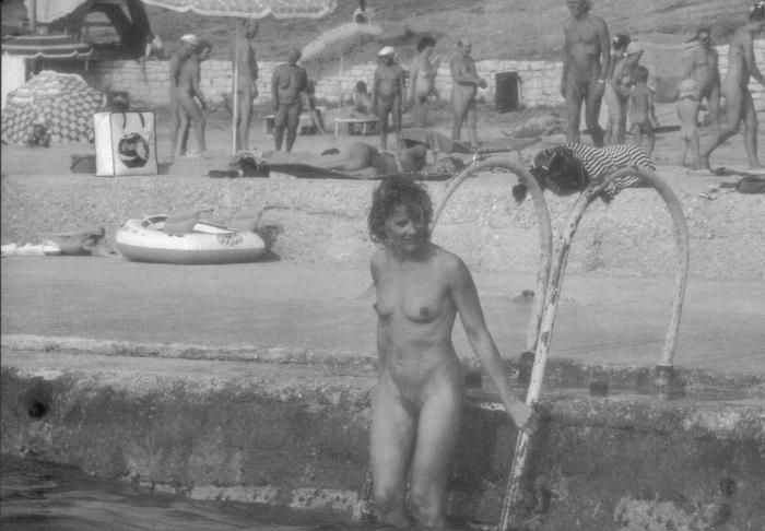 Волосатые нудистки зажигают на пляже