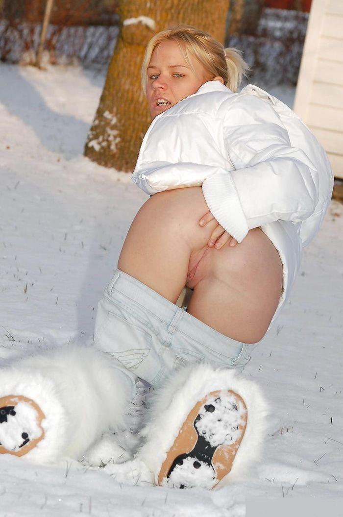 Голые зимой на улице не боятся холодов