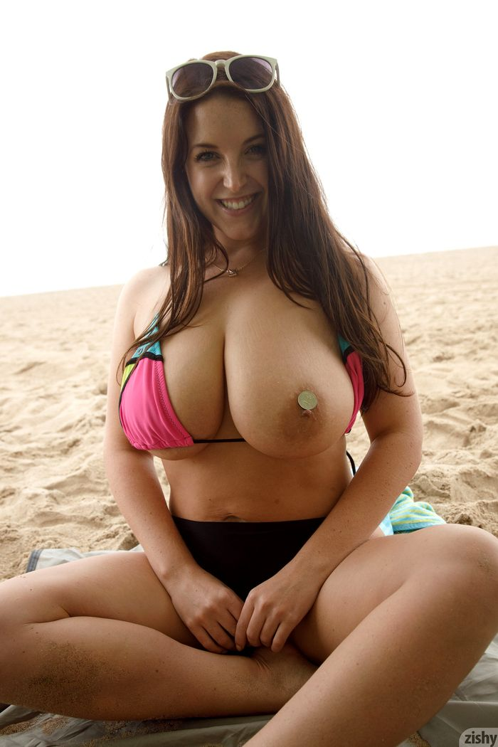 Busty-Brunette-Babe-Angela-White-with-Big-Naturals-Wearing-Bikini-6_1