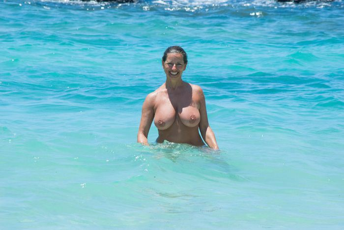 Amateur-Mature-Busty-Shaved-Brunette-Nudist-with-Saggy-Tits-12_1