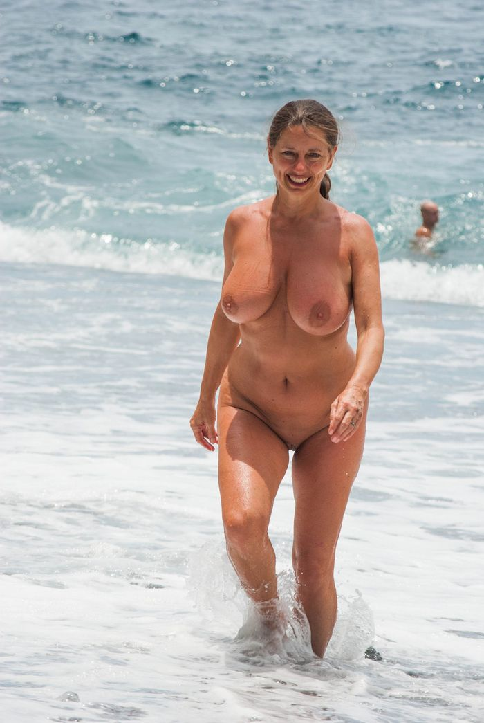 Amateur-Mature-Busty-Shaved-Brunette-Nudist-with-Saggy-Tits-2_1