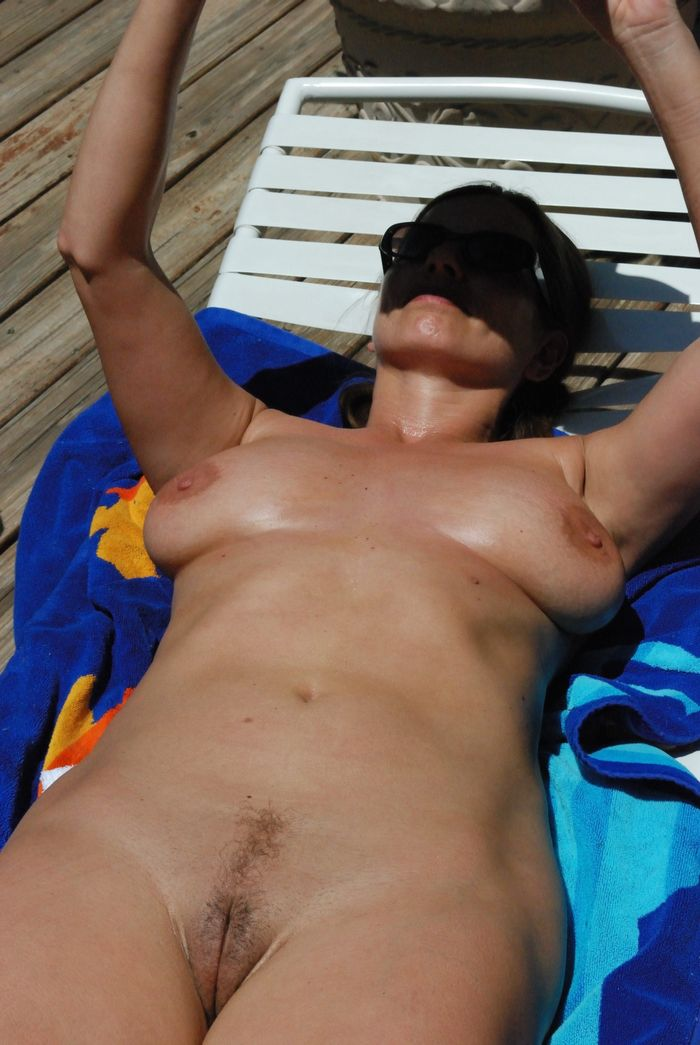 Amateur-Mature-Busty-Shaved-Brunette-Nudist-with-Saggy-Tits-3_1