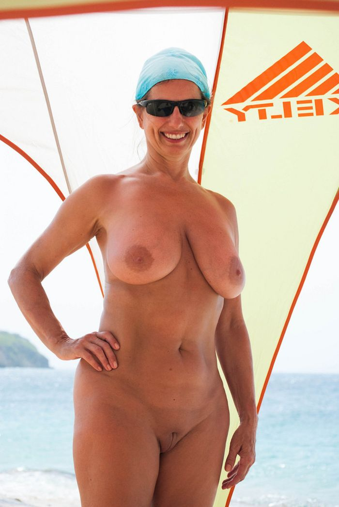 Amateur-Mature-Busty-Shaved-Brunette-Nudist-with-Saggy-Tits-8_1