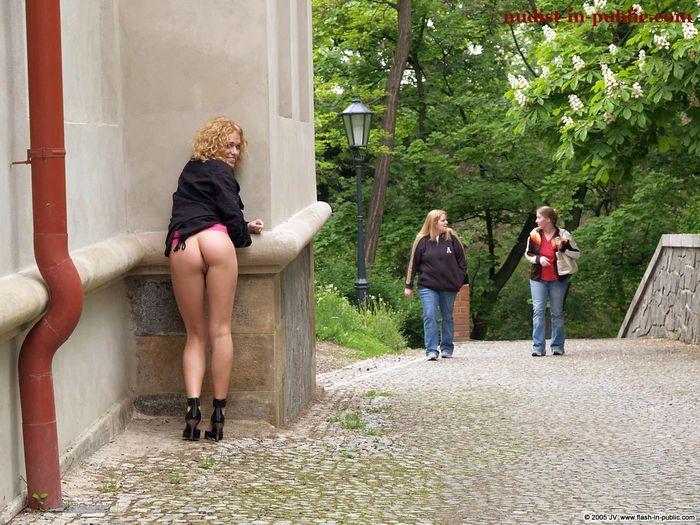 Фото голых девушек на улице поражают своей красотой